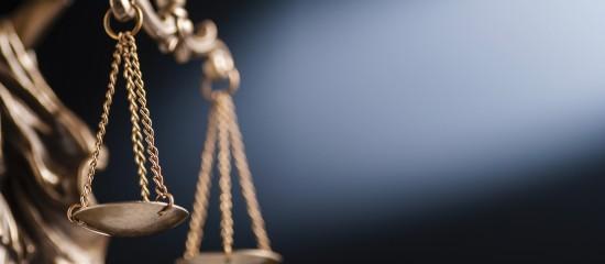 Bien qu'il soit bénévole, le dirigeant d'une société mise en liquidation judiciaire, qui a commis des fautes de gestion ayant contribué à l'insuffisance d'actif, peut être condamné à combler une partie du passif. Sa responsabilité peut être engagée à ce titre de la même manière que s'il était rémunéré.