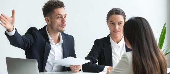 Si le Code du travail ne prévoit aucun préavis pour le salarié licencié en raison d'une faute grave, son contrat de travail, quant à lui, peut lui en accorder un.