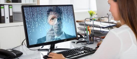L'employeur qui installe un dispositif informatique servant à contrôler l'activité des salariés doit informer et consulter le comité social et économique avant sa mise en place.