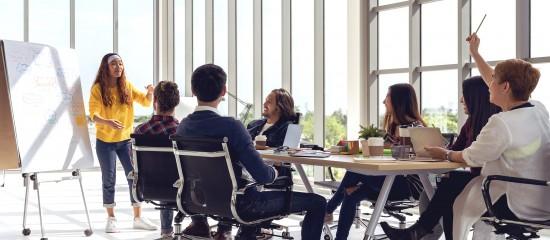 L'employeur de moins de50salariés qui maintient la rémunération du salarié en congé de transition professionnelle peut demander le paiement d'une avance sur le remboursement dû par la commission paritaire interprofessionnelle régionale qui finance la formation.
