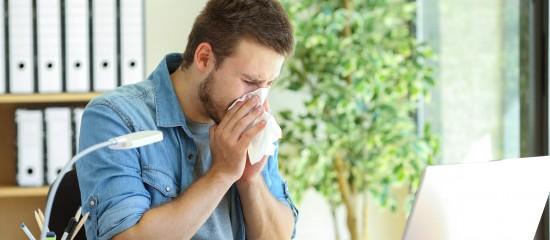 La fin de l'état d'urgence sanitaire modifie les règles applicables aux arrêts de travail en lien avec le coronavirus accordés aux non-salariés.