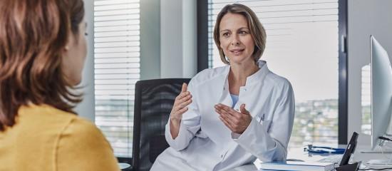 Les taux des cotisations destinées au financement des prestations de maladie - vieillesse - allocations familiales - accident du travail comportent, en principe, une part patronale et une part salariale. Selon les cas, ils peuvent s'appliquer sur la totalité du salaire (base) ou sur un montant maximum.